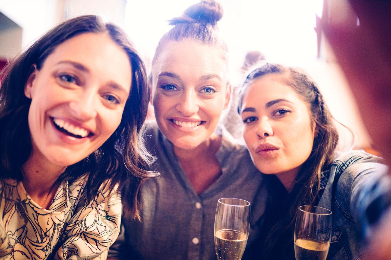 Studie rät Frauen, mit ihren Freundinnen auszugehen – für die Gesundheit!