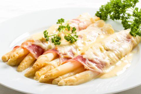 Spargel überbacken mit Käse und Schinken