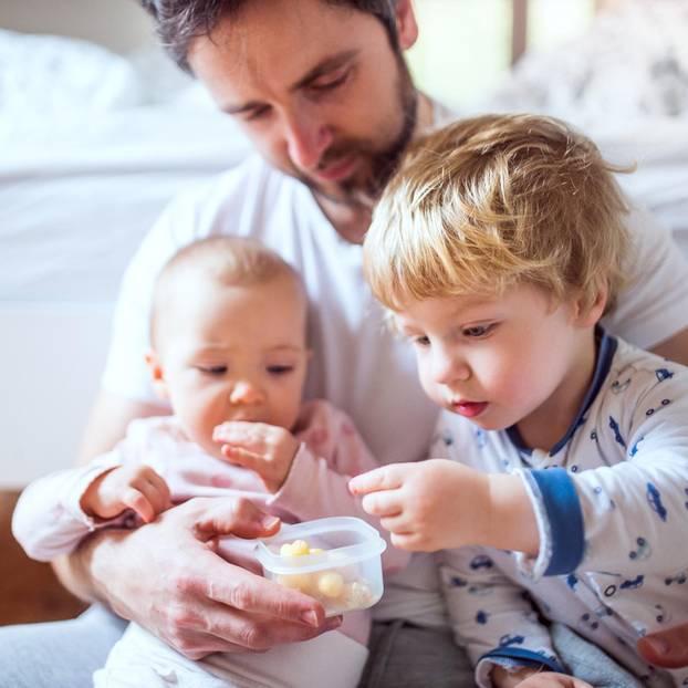 Mann geht in Elternzeit – und wird dafür als Spitzenvater gefeiert