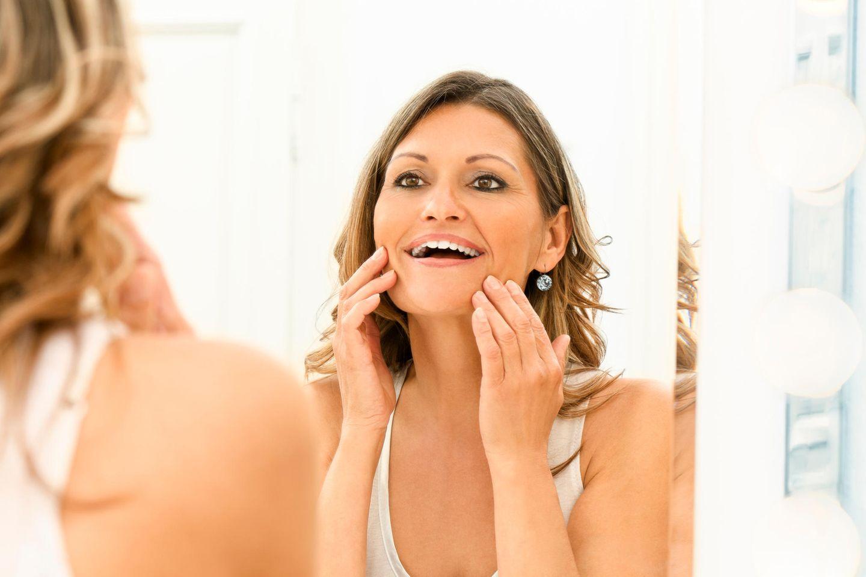 7 Tricks, die dich sofort jünger wirken lassen