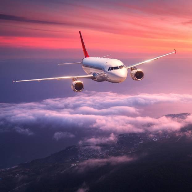 Flugzeug kehrt für Baby um