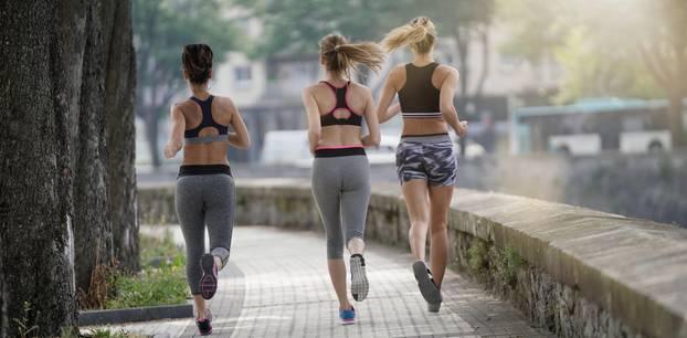 Gesundes Leben: drei Frauen joggen