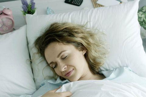 Deep Sleep Diät: Mit dieser Diät schlafen sie nachts tief und fest!