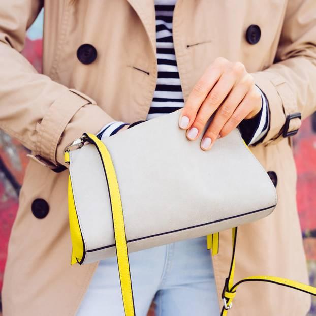 9 Dinge, die Frauen über 30 immer dabei haben sollten
