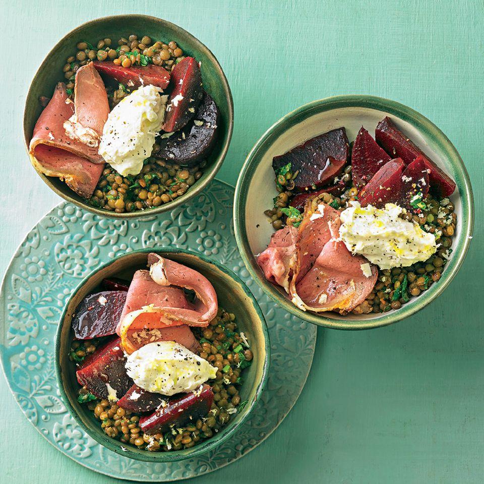 Linsen-Bowl mit Roastbeef