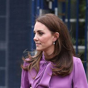 Fashion Faux Pas der Royals: Kate in lilafarbener Bluse von Gucci