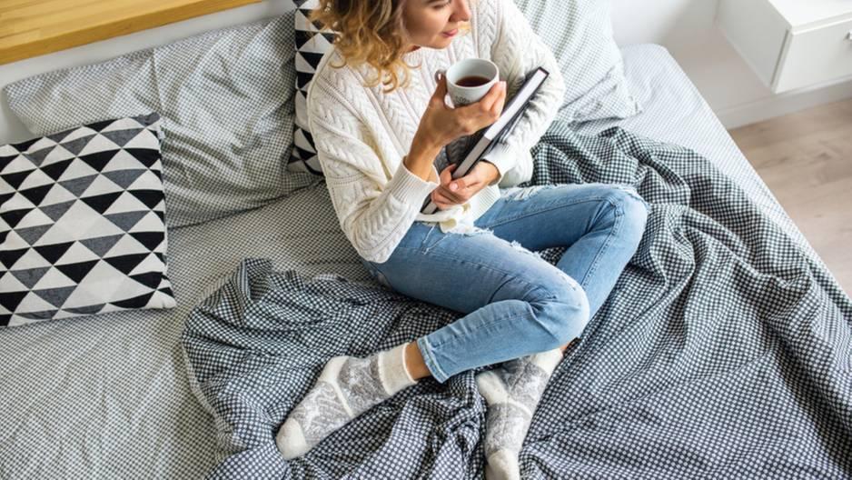 Warum du nie mit deiner Alltagskleidung ins Bett gehen solltest
