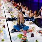 GNTM 2019: Heidi Klum auf dem Tisch in der ersten Folge von Staffel 13 GNTM