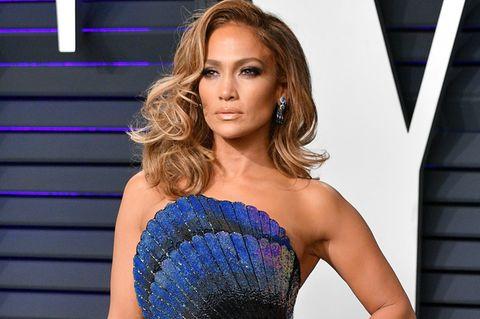 JLo GLow: Jennifer Lopez im blauen Kleid