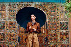 Zimt & Zucker: Frau mit Schirm