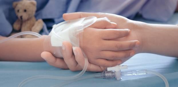 Skandal in der Notaufnahme: Ärzte lassen Mutter nicht zu ihrem Sohn