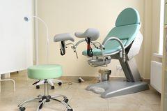 Frauenarzt: Gynäkologischer Stuhl