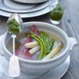 Spargel-Bollito mit grüner Salsa