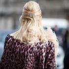 Gekreppte Haare: Frau mit gekreppten haaren