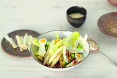 Sommerlicher Salat mit Getreide