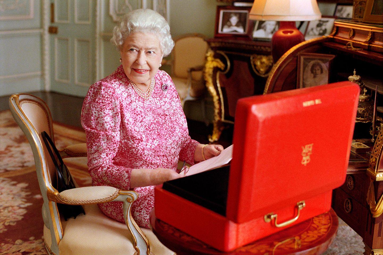 Der rote Aktenkoffer der Queen