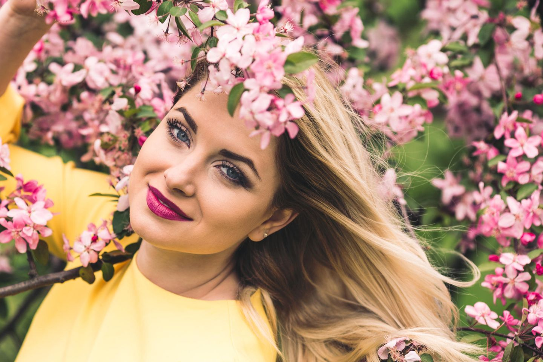 Make-up-Artist verrät: Diese 5 Beauty-Essentials brauchen wir im Frühling