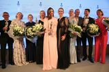 Das sind sie! Die Gewinner der Gruner + Jahr SPA AWARDS strahlen gemeinsam mit GALA-Chefredakteurin Anne Meyer-Minnemann und Moderatorin Barbara Schöneberger in die Kameras. Herzlichen Glückwunsch, Tomas Kochs (ESPA Life at Corinthia), Hans-Peter Veit (Spa Nescens im Victoria Jungfrau Grand Hotel & Spa), Maren Speckmann-Munz und Nicoline Woehrle (Dr. Hauschka), Kerstin Unger (Nivea), Beauty-Idol Miranda Kerr, Special-Prize-Gewinner Günther Bonin, Johannes Scheer (Shiseido) und Audrey de Saint Priest (Foreo)!