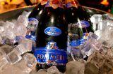 Cheers! Das ganze Wochenende genießen die Gäste Champagner von Pommery.