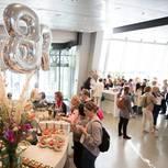 Balance Day: Foyer mit Gästen