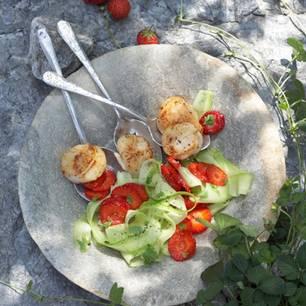 Jakobsmuscheln mit Erdbeer-Gurken-Salat