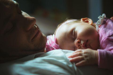 baby bekommt Herz-OP, Vater lässt sich tätowieren