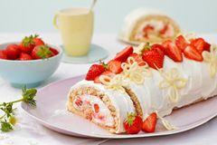 Erdbeer-Schoko-Biskuitrolle