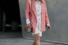 Bermudashorts, Oversize-Bluse und Karoblazer = Große Fashion-Liebe