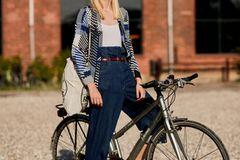 XXL-Mom-Jeans, Loafer, cardigan – der Signature-Look der Skandinaviereinnen bekommt diesen Frühling ein Style-Upgrade.