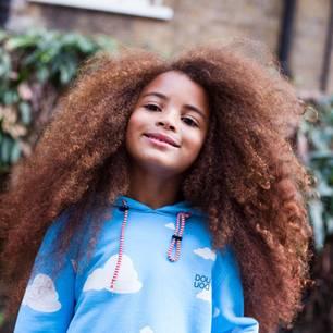 Der Kleine mit der Haarpracht: So verbreitet Farouk James eine wichtige Message