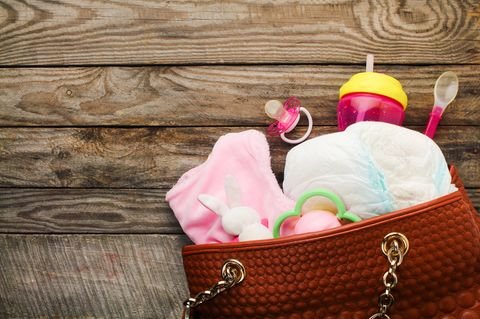 Handtaschen: So gefährlich können sie für Kinder sein
