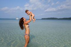 Sandy und Liam im Meer