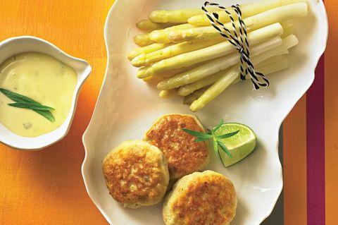Fischfrikadellchen mit Mini-Spargel und Estragon-Mayonnaise