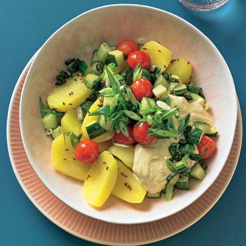 Gedämpfte Kartoffeln mit Gurkengemüse