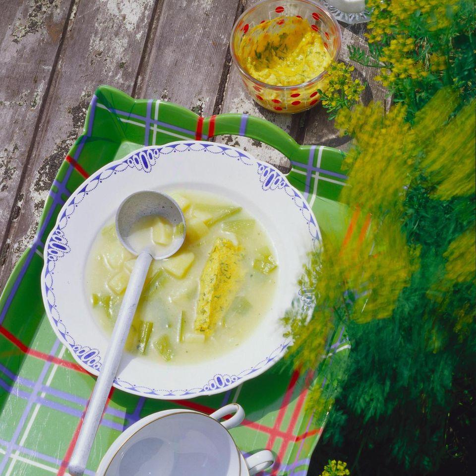Kartoffel-Porree-Suppe mit Möhrennocken