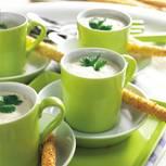 Zitronengrassuppe mit Kokos-Grissini