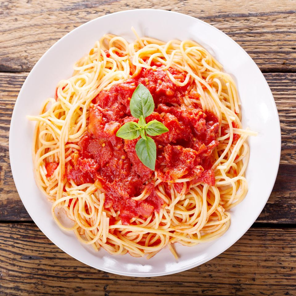 Teller Spaghetti mit Tomatensoße