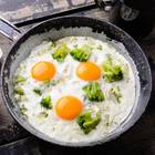 Cholesterinarme Ernährung: Spiegelei in Pfanne