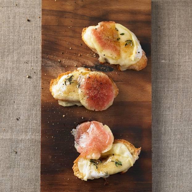 Ziegenkäse-Crostini auf Feigen-Carpaccio