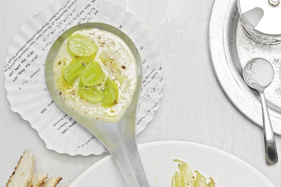 Kalte Knoblauch-Mandel-Suppe