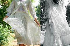 Rüschen: Trend-Kleider: Stickerei