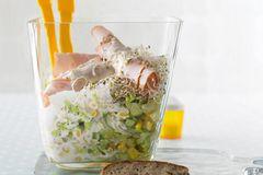 Eisberg-Mais-Salat mit Putenbrust