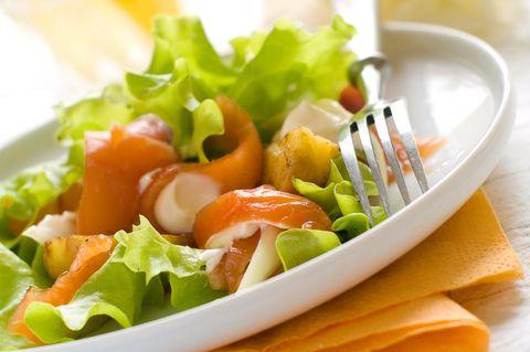 Kartoffelsalat mit Räucherlachs