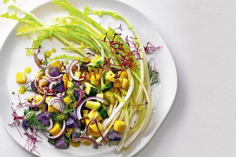 Löwenzahn-Zucchini-Salat