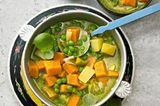 Süßkartoffel-Eintopf mit Pistazien-Pesto