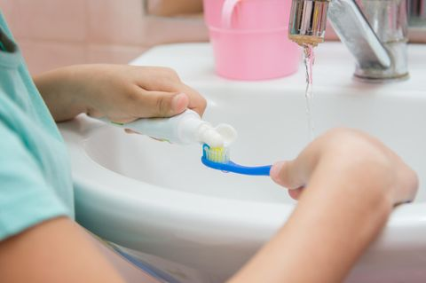 Mädchen stirbt an Zahnpasta