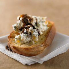 Bruschetta mit Aprikosenfrischkäse und Balsamico-Sirup