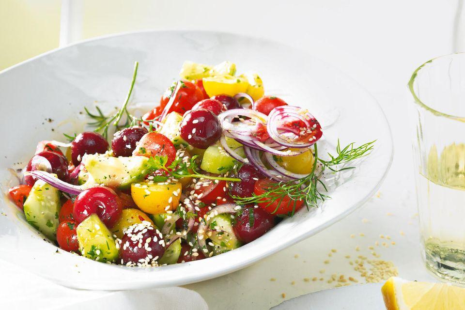 Tomaten-Kirsch-Salat mit Saganaki
