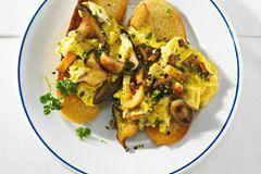 Kräuter-Rührei mit Pilzen