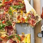 Pizza mit Schinken und Käse
